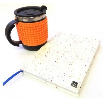 Kreatives SET - Pixel Notizbuch mit Umschlag mit weißen Sternen + Pixel Thermotasse in neonorange